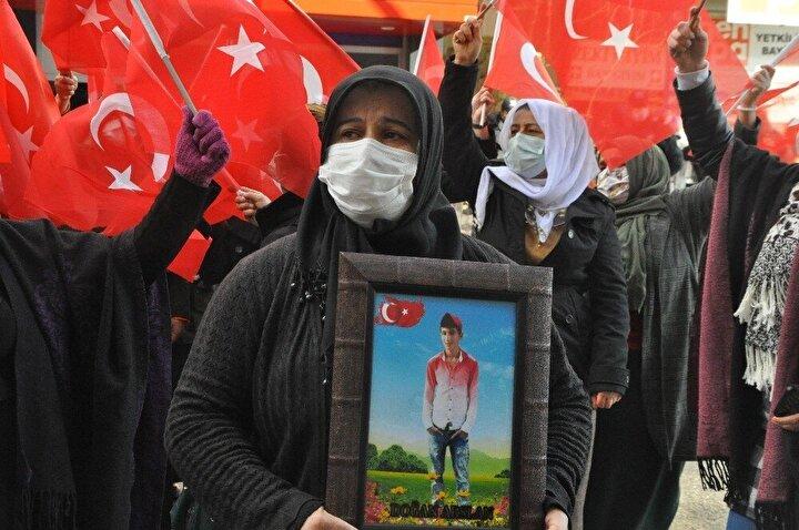HDP il binası önünde bir süre eylem yapan aileler, daha sonra dağıldı.