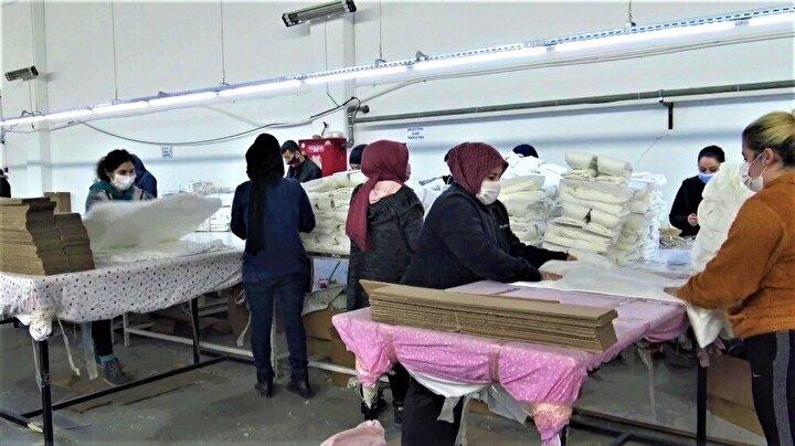 """Proje kapsamında meslek öğrenen 6 kadını işletmesinde istihdam eden tekstilci Arif Yavuz ise """"İsmim Arif Yavuz uzun yıllardır tekstil işiyle uğraşıyorum PEP projesinden eleman aldık yaklaşık 6-7 tane civarında kendilerine burada iş imkanı sağladık ve şu an kendilerinden oldukça memnunuz. Hem devletimiz destek veriyor hem de biz destek vermeye çalışıyoruz"""" dedi."""