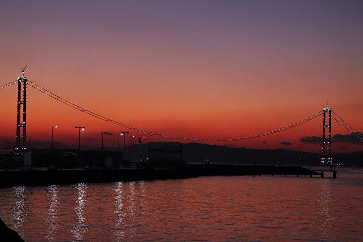 Çalışmaların beklenenden daha hızlı ilerlemesi, Çanakkale Köprüsünün daha erken açılması ihtimalini de güçlendirdi.
