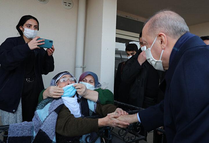 Cumhurbaşkanı Recep Tayyip Erdoğan, Yazıkonakta Elazığ depreminin birinci yıl dönümü nedeniyle düzenlenen anma ve deprem konutları anahtar teslim törenine katıldı.