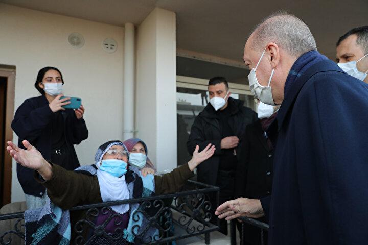 Halk Erdoğanı samimiyetle karşılayınca sıcak görüntüler oluştu.