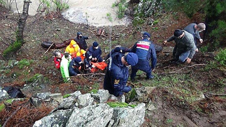 Yarım saatlik çalışmanın ardından itfaiye ve jandarma ekipleri tarafından yukarıya taşınan Nuray Gezer'in cesedi, otopsi için Bursa'daki Ali Tıp Kurumu'na gönderildi. Faruk Gezer'in ifadesine başvuran jandarma, olayla ilgili inceleme başlattı.