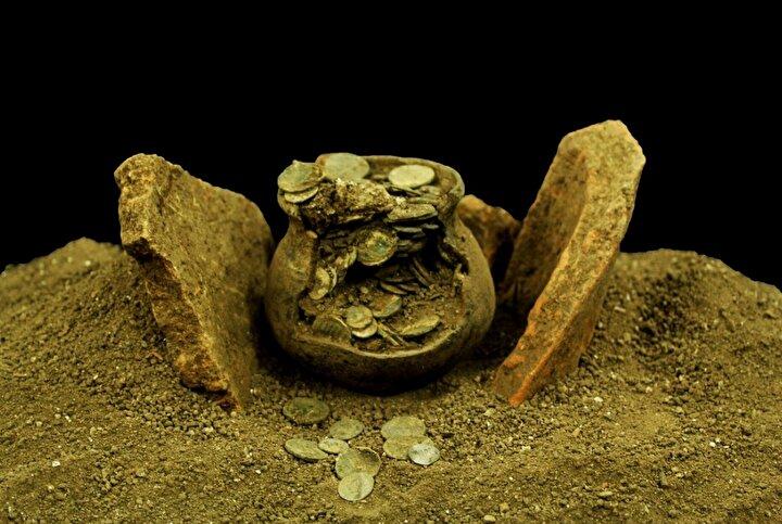 Kazı Heyeti Başkanı Prof. Dr. Elif Özer, il merkezine 48 kilometre uzaktaki antik kentte daha önce Alman arkeologların yaptığı çalışmaların, 2011den itibaren Türk uzmanlarca yürütüldüğünü söyledi.