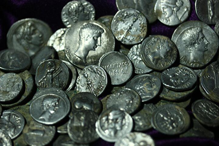 Aizanoi Antik Kentinde Romanın sikke koleksiyonu bulundu