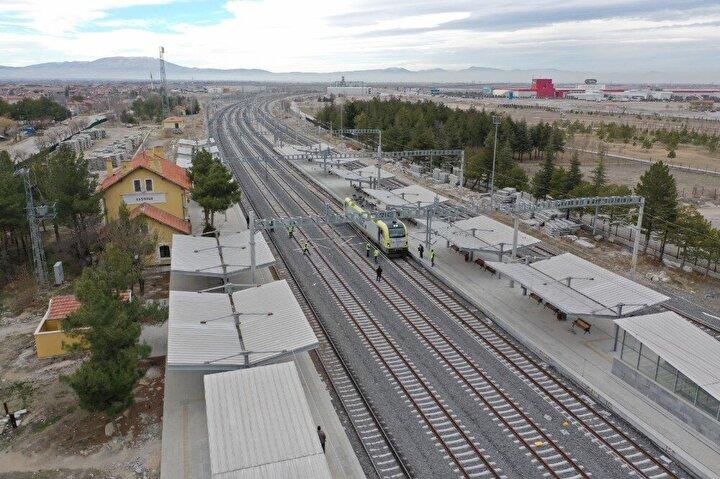 Ulaştırma ve Altyapı Bakanlığı, 237 kilometrelik Konya-Karaman-Ulukışla (Niğde) Hızlı Tren Projesi kapsamında yapımı tamamlanan Konya-Karaman hattının 102 kilometrelik kısmı üzerinde test sürüşlerine dün Çumra İstasyonundan başlandığını duyurdu.