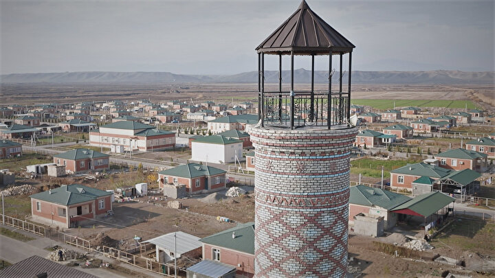 Azerbaycan Cumhurbaşkanı Müşaviri Hacıyev, AA muhabirine yaptığı açıklamada, çağdaş şehirciliğin ilke ve parametreleri göz önünde bulundurularak işgalden kurtarılan bölgelerde yeni bir manzaranın oluşturulmasını öngören bir imar siyaseti planladıklarını bildirdi.