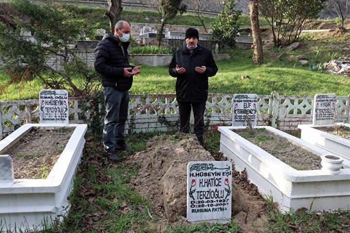 Mezarlığa gelen hırsızlar, 21 yıl önce 64 yaşında vefat eden Hatice Terzioğlu'nun değeri 100 TL dahi olmayan içi kireç dolu mezar taşını çaldı.