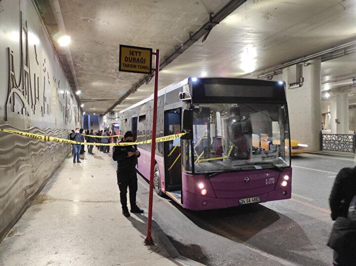 Kadıköyde park halinde bulunan İETT otobüsü sabah saatlerinde çalındı. Park halindeki otobüse giren hırsız, bir süre aradıktan sonra otobüsün anahtarını buldu. Şoför koltuğuna geçen hırsız, otobüsü çalıştırarak Taksime gitti.