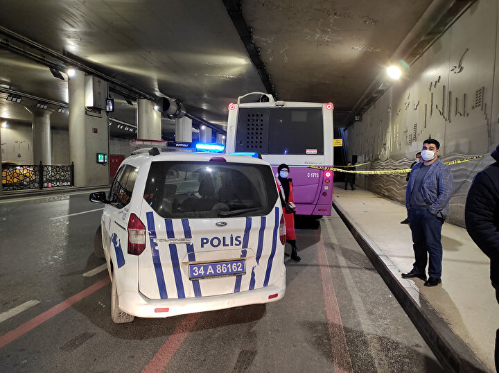 Otobüsün Taksimde dolaştığının haber verilmesi üzerine polis ekipleri tedbir alarak otobüsü beklemeye başladı. Bu sırada otobüsün Taksim Meydanı Alt Geçidinde kapıları açık halde terk edilmiş halde bulundu.