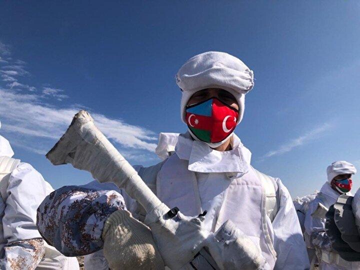 Karsta 1 Şubatta başlayan TSKnın Kış 2021 Tatbikatı devam ediyor. 9uncu Kolordu Komutanlığı sevk ve idaresinde, 14üncü Mekanize Piyade Tugay Komutanlığınca Şehit Astsubay Kıdemli Üstçavuş İlhan Hamlı Tatbikat Alanında sürdürülen tatbikata, Azerbaycanın silahlı kuvvetlerinden çeşitli seviyelerdeki birliklerinden gelen 66 askerin bulunduğu 1268 kişilik personel katıldı.