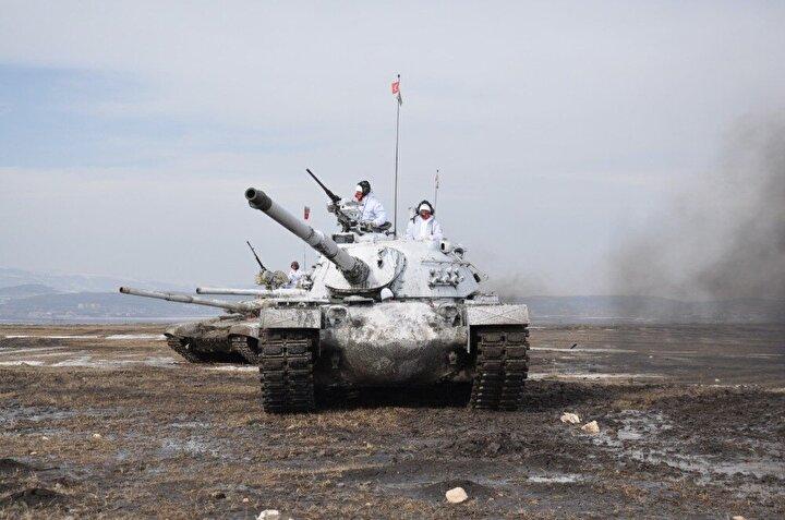 Ayrıca Türkiye ve Azerbaycan Silahlı Kuvvetlerine bağlı Karma Tank Birliği de, iki Türk, iki Azerbaycan tankıyla taarruz manevrası faaliyeti gerçekleştirdi. Taarruz manevrası gerçekleştiren tanklar nefes kesen görüntüler oluşturdu.