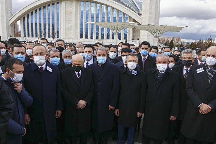Cumhurbaşkanı Yardımcısı Oktay, TBMM Başkanı Şentop, CHP Genel Başkanı Kılıçdaroğlu, MHP Genel Başkanı Bahçeli ile diğer protokol üyeleri, şehitlerin ailelerine başsağlığı diledi. Bakan Akar, taziyede bulunurken, Kanları yerde kalmadı dedi.