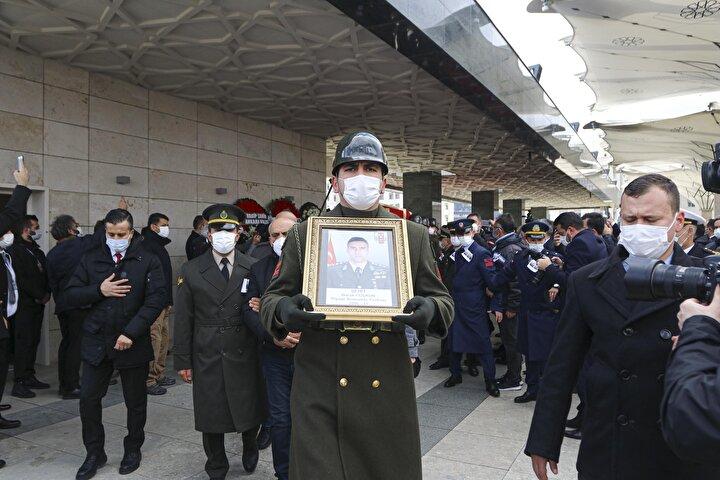 Şehitler için Ankaradaki Ahmet Hamdi Akseki Camiinde cuma namazı ardından cenaze töreni düzenlendi.