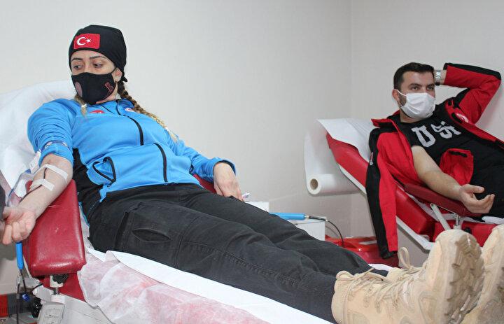 Çaresizlere çare olmak, Türk milletinin kanında var dedi.Kan bağışı yapan Anda gönüllüsü Özge Nur Burak (21) ise Anda olarak asıl amacımız olan Zeynep Asel için buraya geldik.