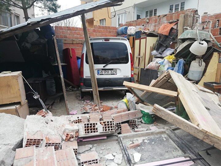 Kazada evde televizyon izleyen Ferhat Aslan, yıkılan duvar nedeniyle hafif şekilde yaralandı.
