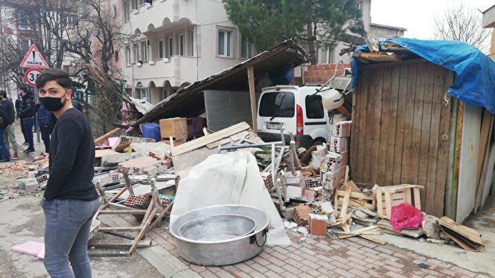 Necmettin Durgut (45) yönetimindeki 16 PH 178 plakalı TIR, yokuş aşağı indiği sırada sürücüsünün kontrolünden çıktı.