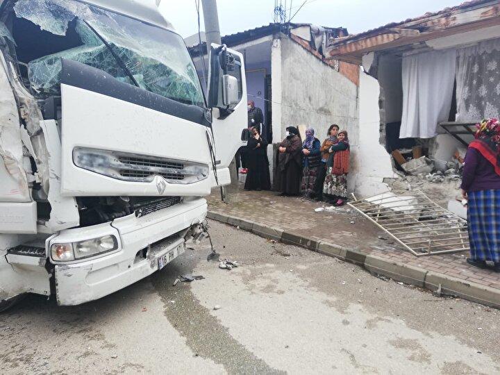 Kaza, saat 15.30 sıralarında İnegöl ilçesi Yeniceköy Mahallesi 427. Sokakta meydana geldi.