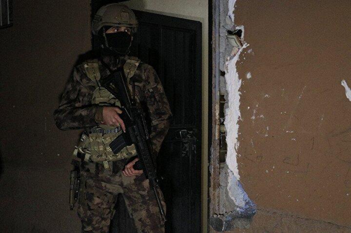 İl Emniyet Müdürlüğü Terörle Mücadele Şube Müdürlüğü ekipleri operasyonun düğmesine bastı.