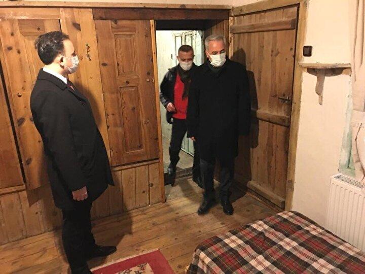 Isparta Valisi Ömer Seymenoğlu köyde vatandaşların kendi imkanlarıyla yaptığı ve turizmin hizmetine sundukları pansiyonları gezerek sahiplerinin sorunları dinledi.