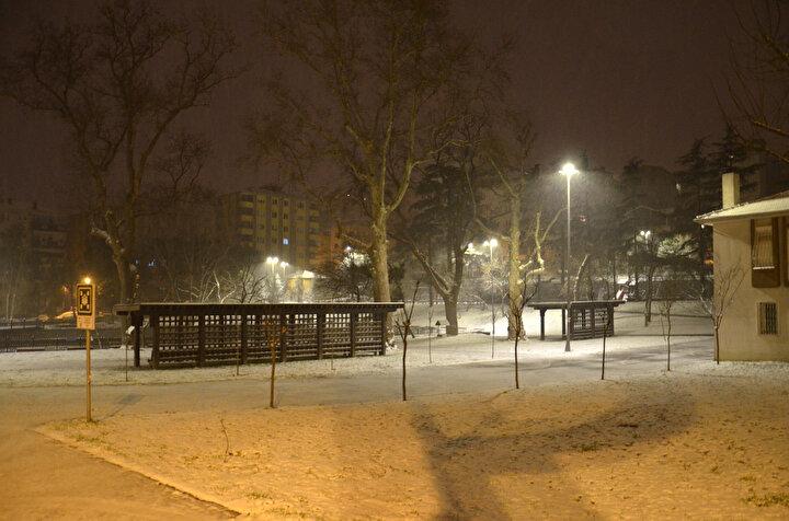 Avrupa Yakasında başta Beylikdüzü, Esenyurt, Arnavutköy olmak üzere birçok bölgede kar yağışı devam ediyor.