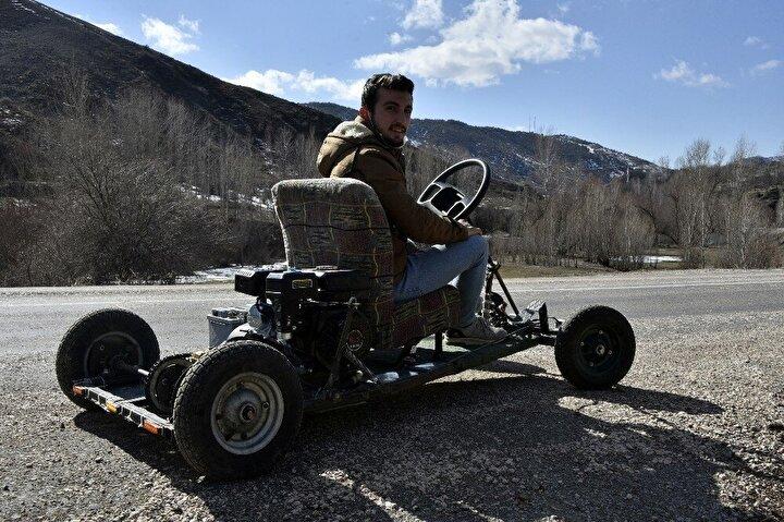 Merkeze bağlı ArzularKabaköy Beldesi ile Dölek köyünde yaşayan 16, 18 ve 21 yaşlarındaki 3 genç bir araya gelerek kendi imkanlarıyla benzinle çalışan Go Kart tarzı araç yaptı.