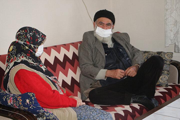 BEŞİĞİNİ SALLADIĞI KIZ İLE EVLENDİ  Eşiyle uzaktan akraba oldukları söyleyen Muzaffer Bakan, Bizim köylerimiz birbirine çok yakın idi. Benim halam bunların geliniydi. Ben de çocukken oraya giderdim. Halam başlardı Bu kızı sana alacağız diye...