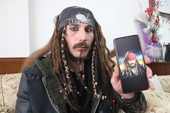 Atalay, kendine has tarzı ve film karakterine benzerliğiyle çevresi tarafından Sivaslı Jack Sparrow olarak tanınıyor.