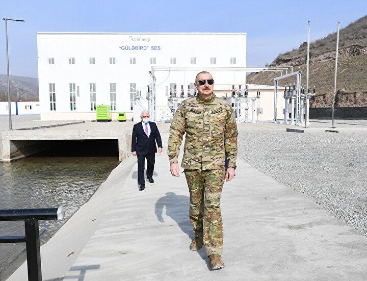 Tüm şehirlerin planlarının hazırlandığını, bu planların kendisine sunulduktan sonra müzakere edileceğini vurgulayan Aliyev, hemen akabinde imar çalışmalarına başlayacaklarını dile getirdi.