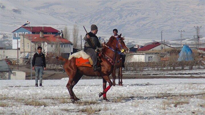 Atlarından düşen ciritçiler nedeniyle müsabaka düşe kalka tamamlandı.