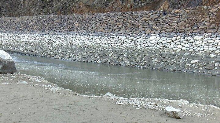 Daha önce böyle kuraklık yaşamadıklarını belirten köylüler, yağış azlığı ve suyun çekilmesiyle yaşanacak su sıkıntısından endişe ettiklerini söyledi.