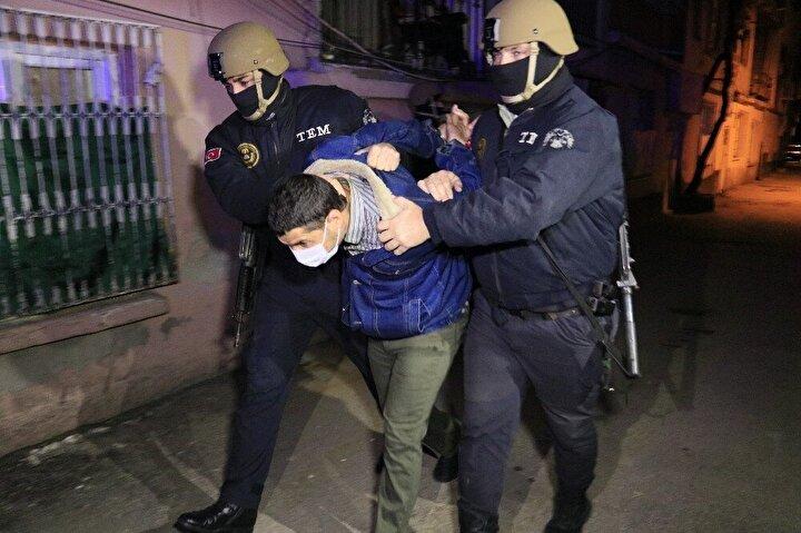 Adana Cumhuriyet Başsavcılığı terör örgütü DEAŞ adına Irak ve Suriye'de faaliyet yürüttüğü tespit edilen yabancı uyruklu 9 kişi hakkında gözaltı kararı verdi.