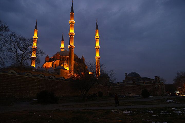 Selimiye Camisinde üç ayların habercisi Regaip Kandili idrak edildi