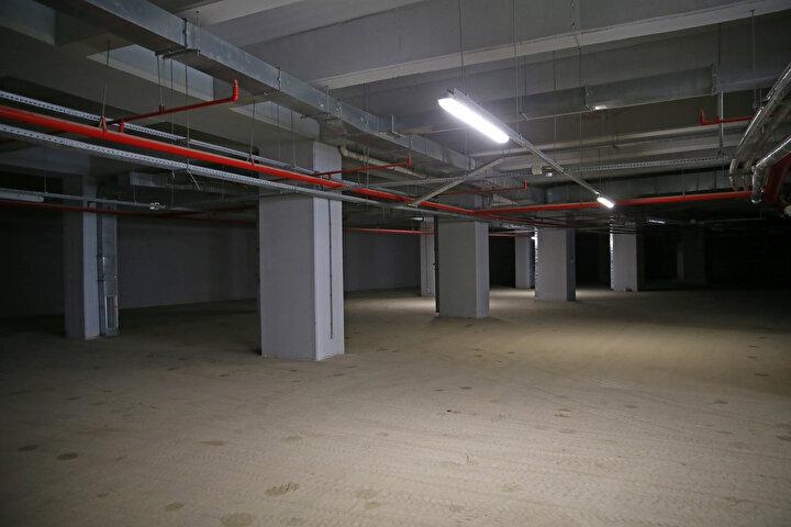 Stadın etrafında, 431i kapalı, toplam 1444 araçlık otopark da hizmet verecek.