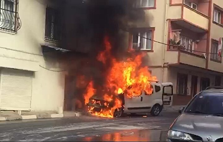 Çeliktepe Mahallesindeki olay saat 14.45 sıralarında yaşandı. Suriye uyruklu kişi Kılıç Ali Sokaktaki hafif ticari aracına binerek çalıştırdı.