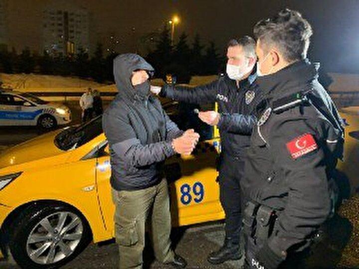 Müşterinin dikkati taksideki uyuşturucuyu yakalattı, 2 taksici gözaltında