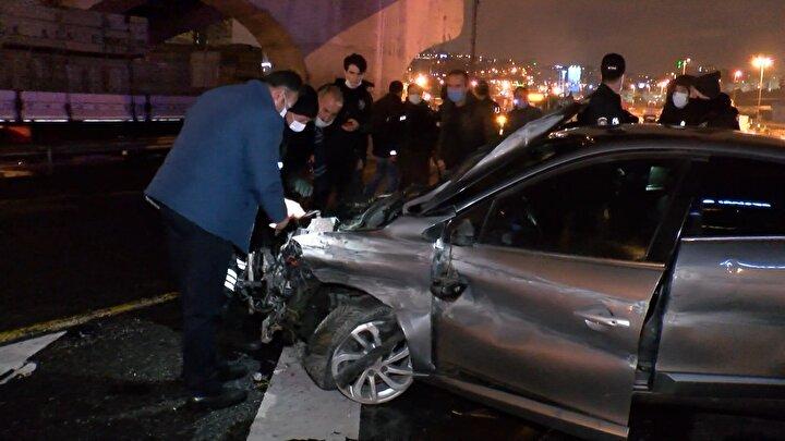 İhbar üzerine olay yerine sağlık ve polis ekipleri sevk edildi. Sağlık ekipleri otomobilde sıkışan sürücüye ilk müdahaleyi araç içinde yaptı.
