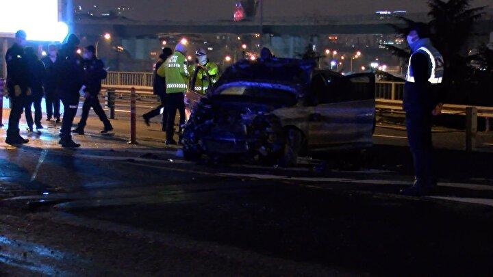 Kaza, dün saat 22.30 sıralarında Uzunçayır Mahallesi Uzunçayır metrobüs durağı çıkışı Kadıköy istikametinde meydana geldi.