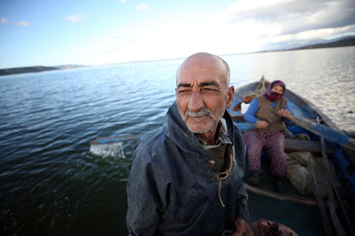 Mehmet Özbaşı, vatani görevinin ardından evlenip bir kayık alarak balıkçılığa başladığını söyledi.