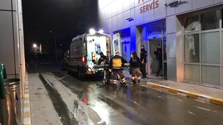 Olay yerine gelen ekipler tarafından yaralı polis memurları, Derince Eğitim ve Araştırma Hastanesine kaldırıldı.