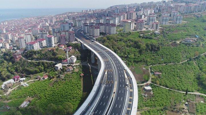Şehir merkezi ve Karadeniz Sahil Yolunun Trabzon şehir geçişindeki bölümüne alternatif olacak projede bu yıl 2,2 kilometrelik bölünmüş yolun hizmete açılması, ayrıca Çukurçayır-1 Tünelinin tamamlanması ve sanat yapıları imalatlarına devam edilmesi hedefleniyor.