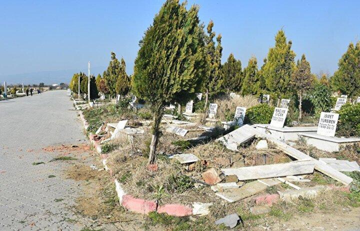 Mezarlıktaki tahribatı kimin yaptığının belirlenmesi ve yakalanması için çalışma başlatıldı