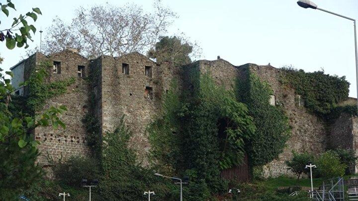 700 yıllık kalenin kendisinin de ferdi olduğu sülalesine tescil edilmesinden büyük mutluluk duyduğunu belirten Şefika Seray Üçüncü kaleyi nasıl değerlendirecekleriyle ilgili açıklamalarda bulundu.