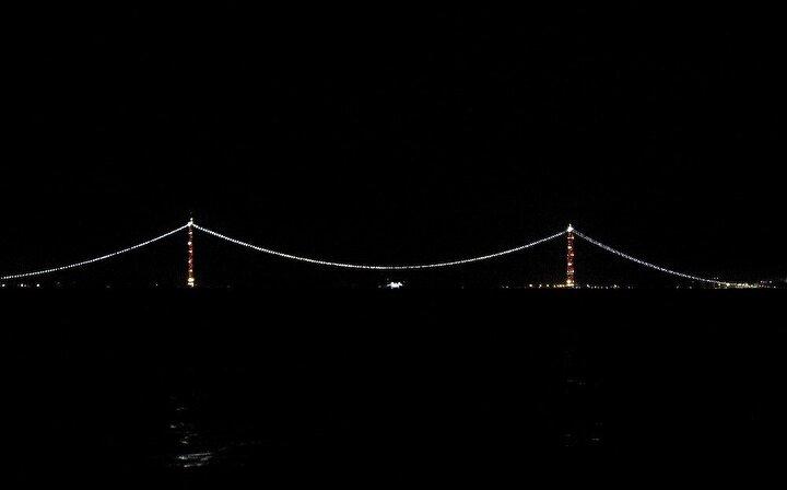 """Tarihi İpek Yolu'nun yeniden canlandırması hedefleniyor 1915 Çanakkale Köprüsü tamamlandığında tarihi İpek Yolu'nun yeniden canlanması hedefleniyor. Proje, tarihi İpek Yolu'nu canlandırarak """"Bir Kuşak Bir Yol Projesi"""" kapsamında, Türkiye'nin öncülük ettiği 'Orta Koridor' girişiminin bir parçası olarak, Pekin'den Londra'ya kesintisiz bir ticaret yolu oluşturma hedefine doğrudan katkı sunacak."""