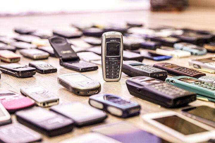 İlk kameralı telefonlar, kullanıcılarını fotoğraf kalitesi anlamında memnun etmezken daha sonra bu konuda yapılan büyük yatırımlarla neredeyse profesyonel fotoğraf makinelerine yakın görüntü kalitesi sunabilen cep telefonları ortaya çıkmaya başladı. Telefonların fotoğraf ve video özellikleri daha sonra ortaya çıkacak olan sosyal medya mecralarının şekillenmesinde önemli pay sahibi oldu.
