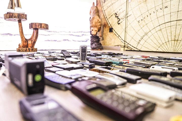Akıllı ev sistemleri ve giyilebilir teknolojilerin birçoğu telefonlarda bulunan uygulamalar aracılığıyla kontrol edilebiliyor. Akıllı saat, robot süpürge ve akıllı televizyon gibi bir çok cihazda telefonlardan aldıkları konumla yönetilebiliyor.