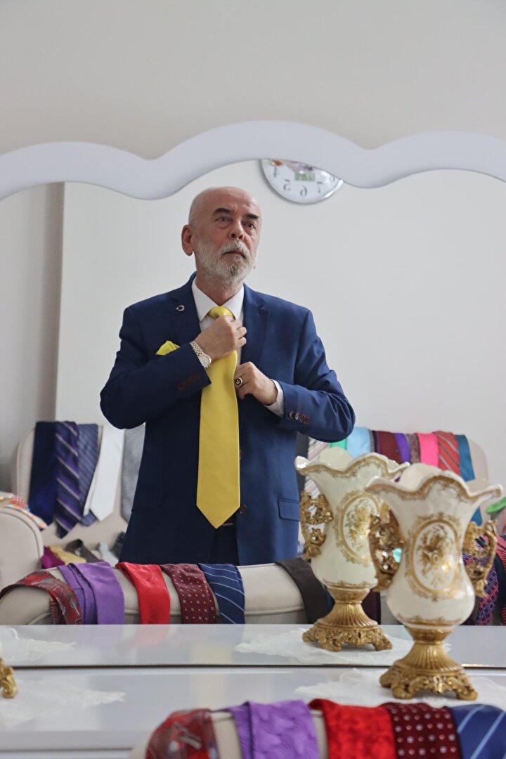 300 kravatı var, günde 3 kez değiştiriyor