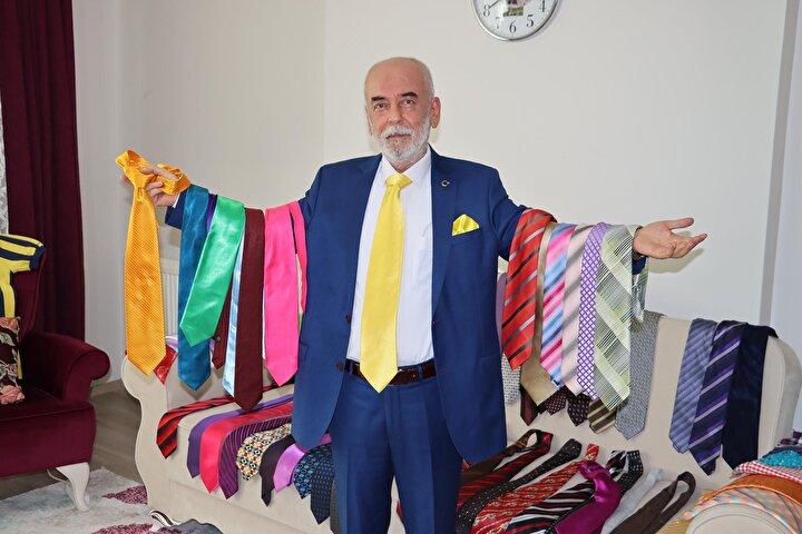Kravatı bir giysinin kimliği olarak değerlendirdiğini söyleyen Aydın, tüm kıyafetlerinde başta kravat takarak, tespih ve çakmağa kadar aksesuarların uyum içinde olmasına dikkat ettiğini dile getirdi.