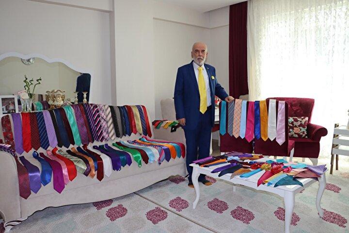 Gençliğinde kravatı sevmeyen Aydın, 1980 askeri darbesi sonrasında halk eğitim merkezinde folklor eğitmeni olarak göreve başladı. Darbenin ardından getirilen kamuda kravat takma zorunluluğu ile kravatla tanışan Aydın, bunu hobi haline çevirdi.