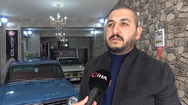 Kırıkkale'de oto galericilik yapan Fatih Yunus Güzel, klasik otomobillerine iş yerinde gözü gibi bakıyor.