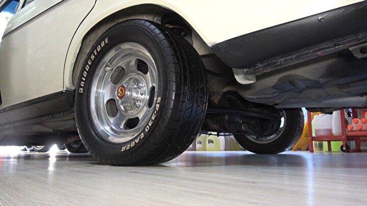 Fabrikadan çıktığı gibi orijinalliğini koruyan 100 bin kilometrede 1987 model Murat 131 duruşuyla göz kamaştırıyor.